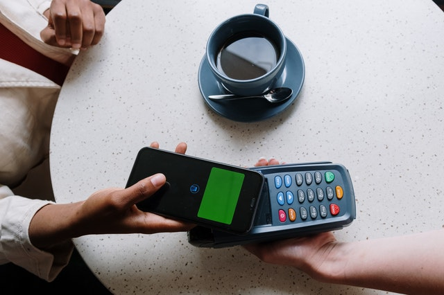 Mobile wallet apple pay online transaction