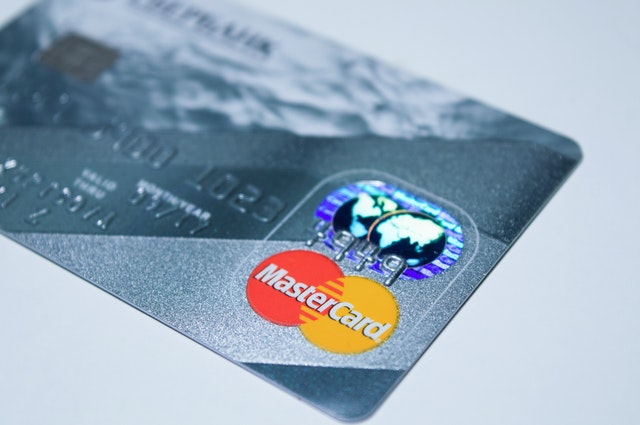 Which payment type can help you stick to a budget - debit or credit card for budgeting